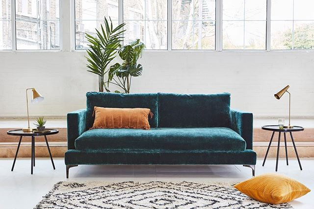 Lounge till your hearts content with this gorgeous Holland Sofa from @darlingsofchelsea 😍
