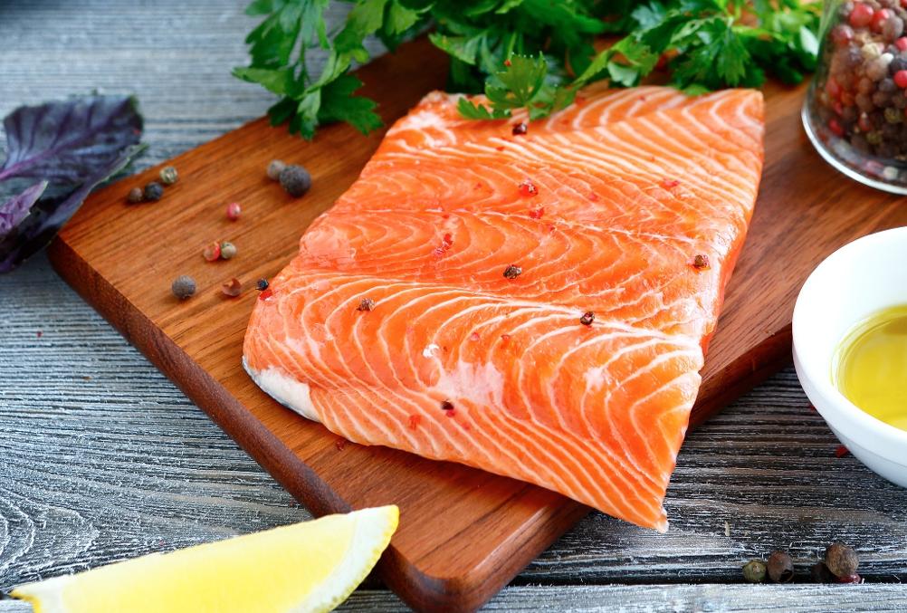 Viikoittainen kalan syönti yhdistyy pienempään Alzheimerin taudin riskiin.