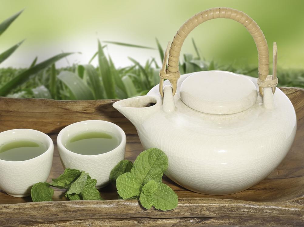 Vihreää teetä juovilla on pienempi dementian ja Alzheimerin taudin riski.
