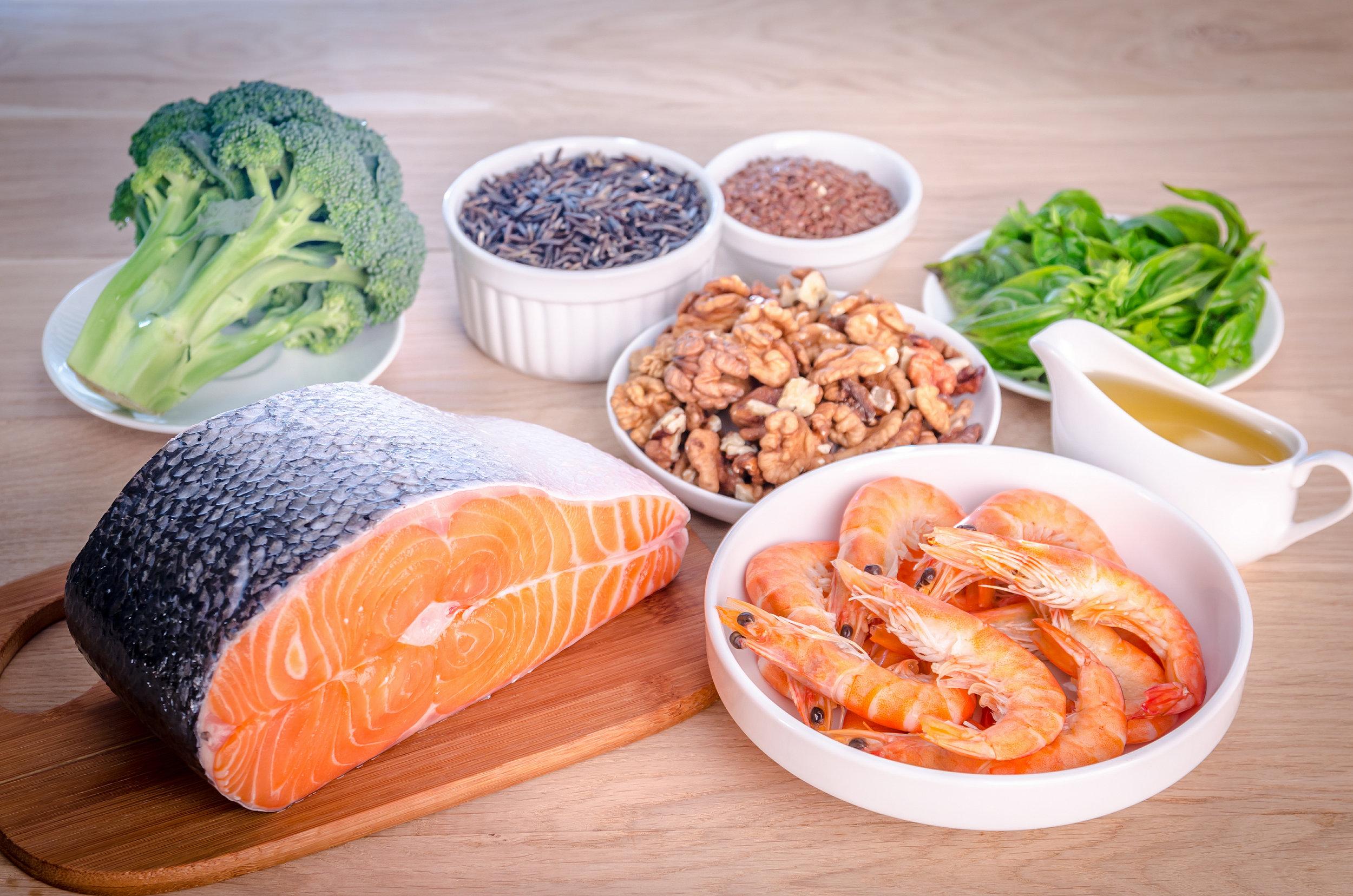 Runsaasti omega-3-rasvahappoja sisältäviä ruokia.