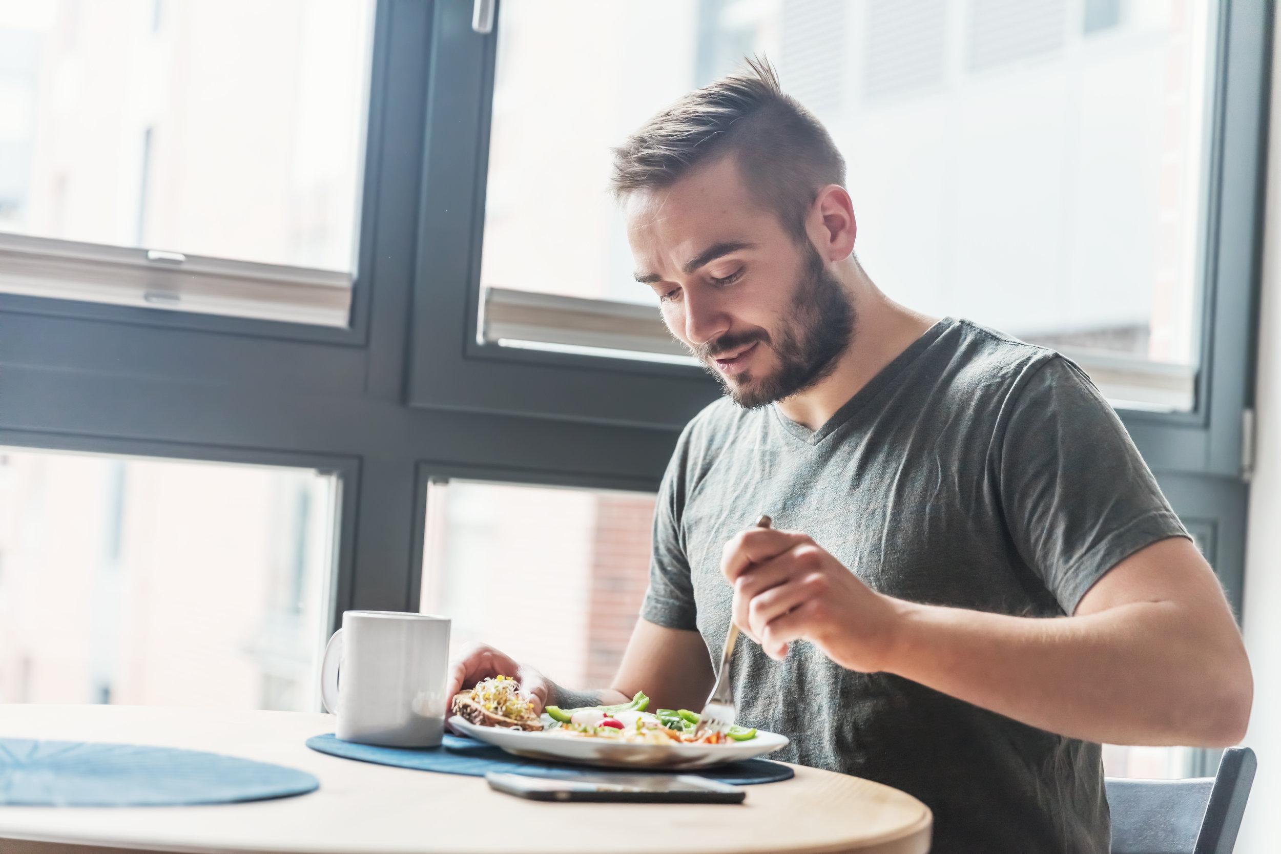 Jatkuva aamiaisen syömättä jättäminen kohottaa sydän- ja verisuonitautikuolleisuuden riskiä.
