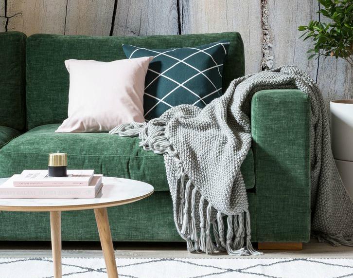 3982e1198590175f26d0d45e40e2069f--couch-green-dark-green-sofa.jpg