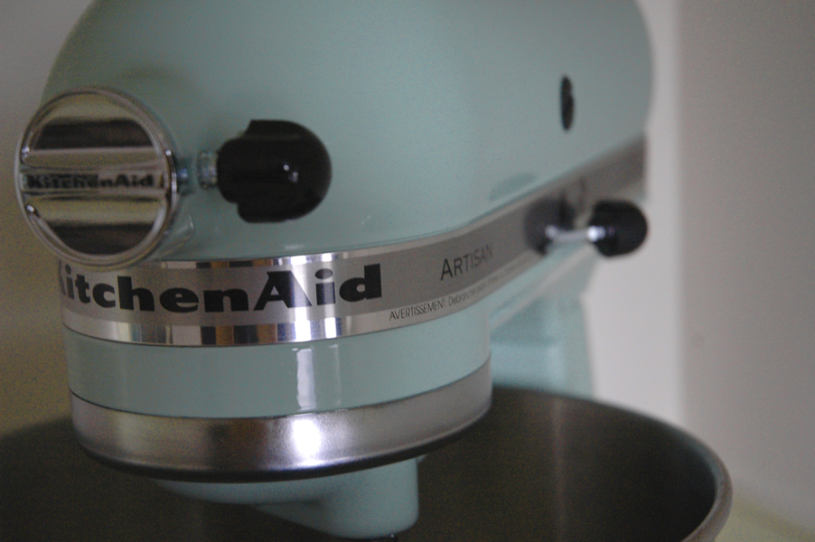 kitchen aid mixer in pistachio