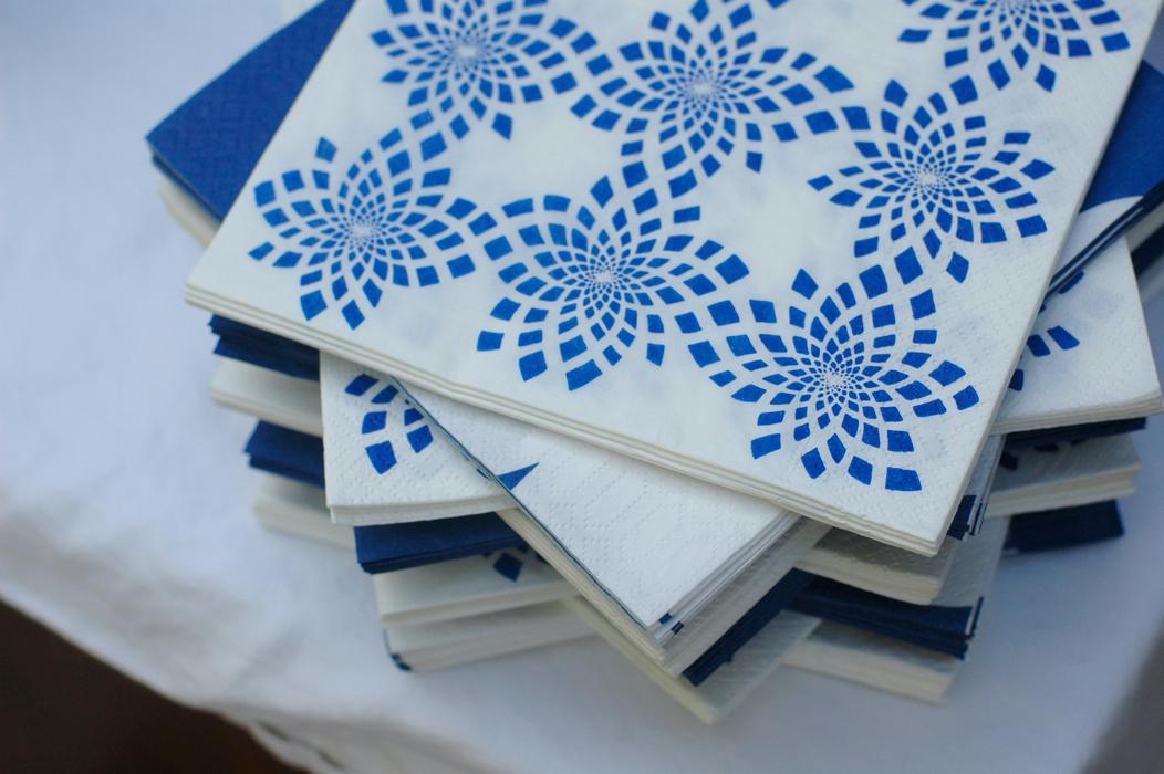 blue white napkins