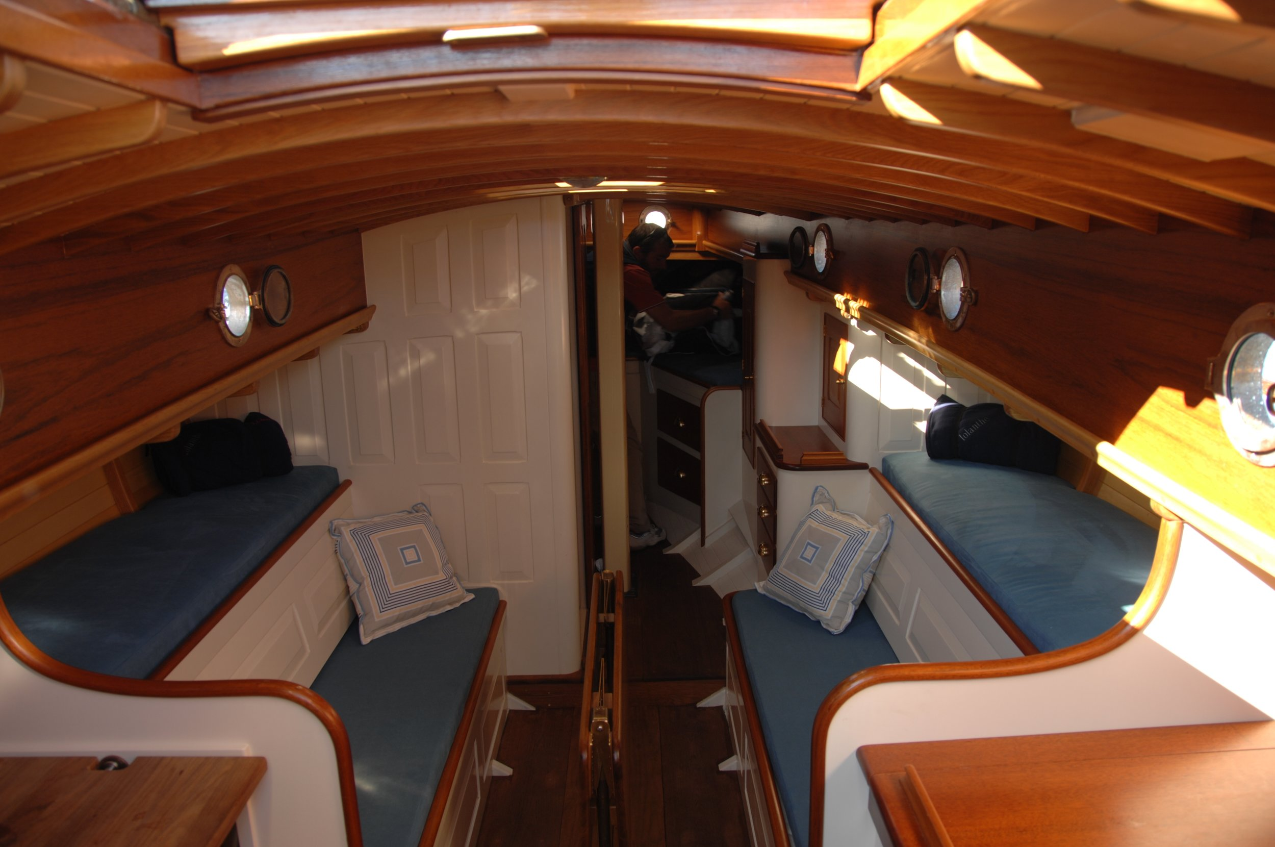 Newport 29  interior J Antinucci 002.JPG
