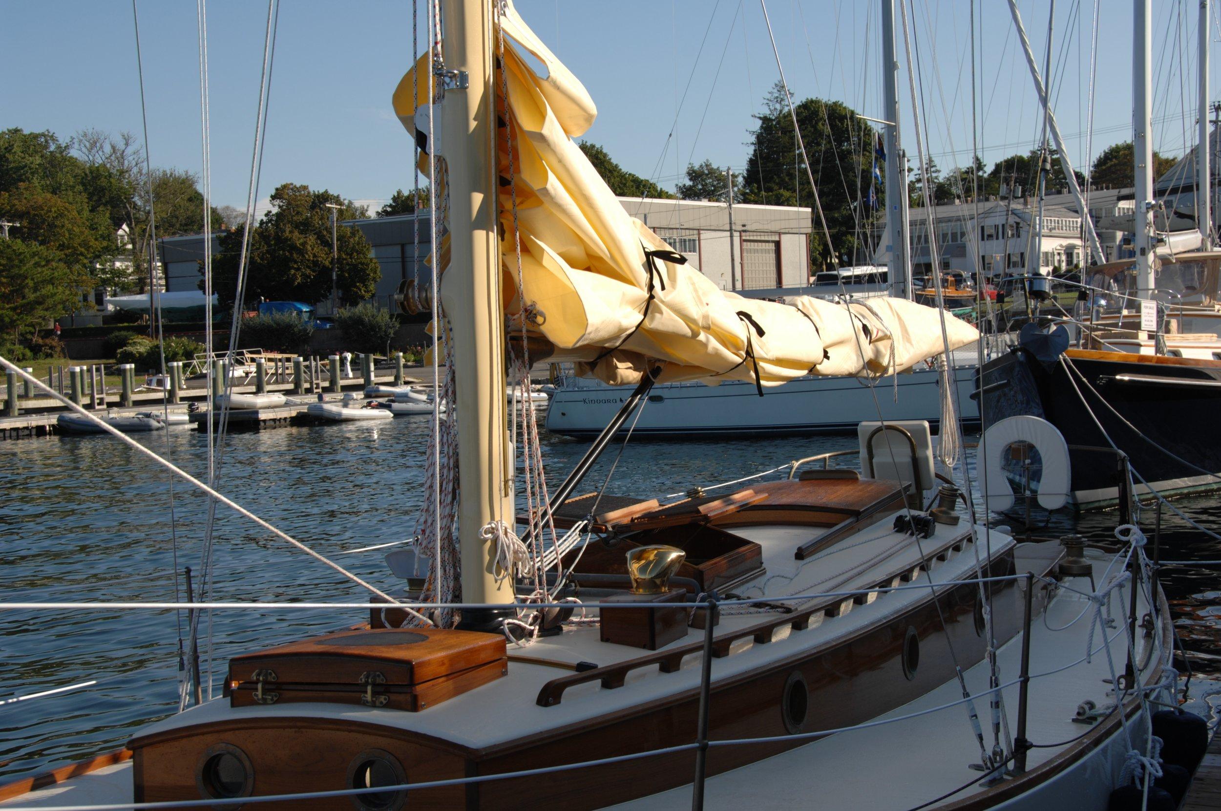Newport 29  interior J Antinucci 001.JPG