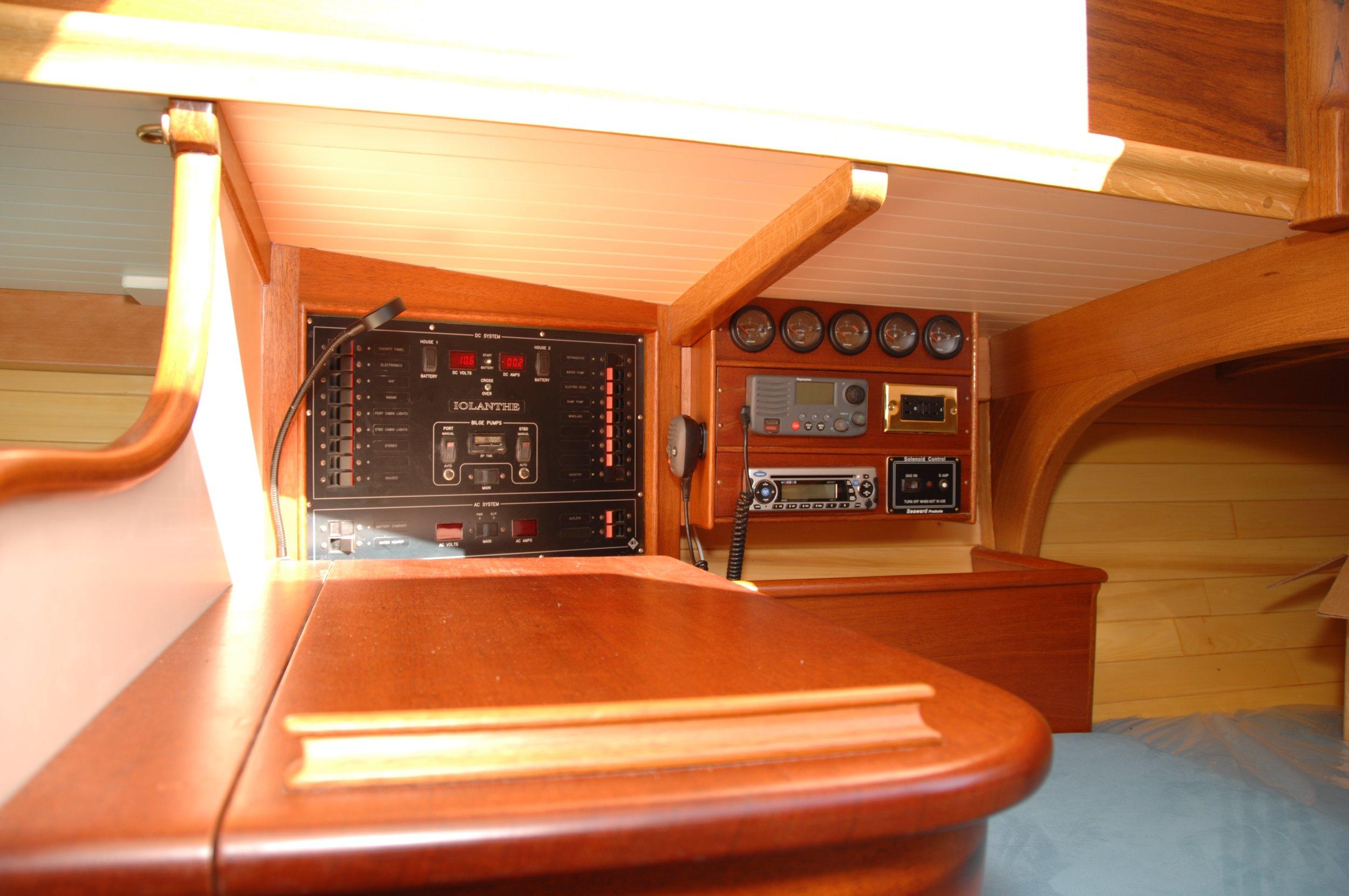 Newport 29  interior J Antinucci 027.JPG