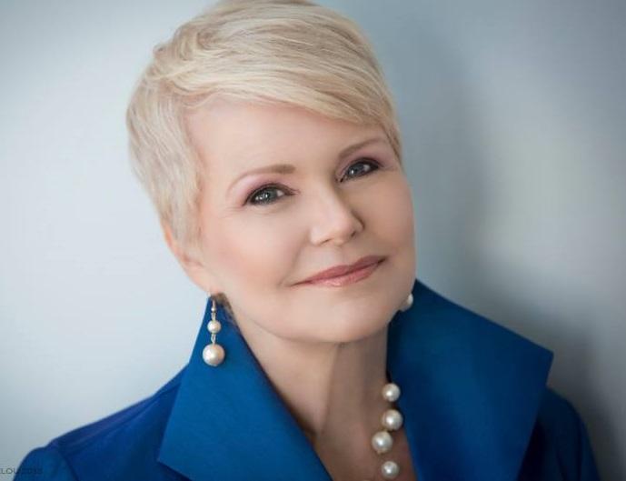 Cynthia de lorenzi - Founder & Chairman