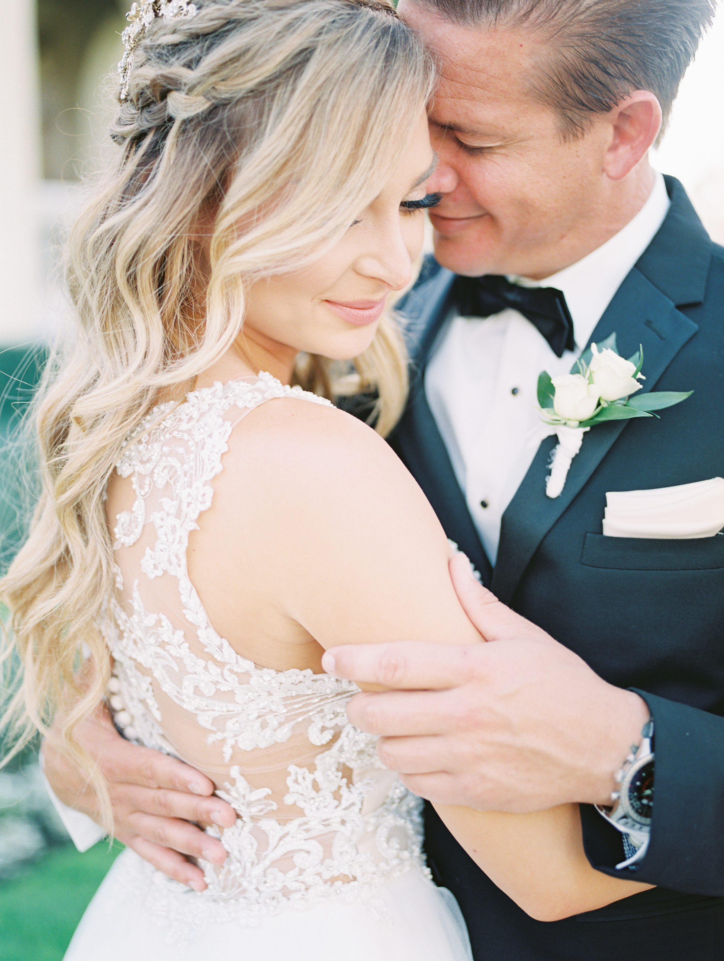 bridal beauty-san diego-san juan capistrano-thevanitybelle.com-blonde curls-wedding day-wedding hair stylist-wedding inspirations