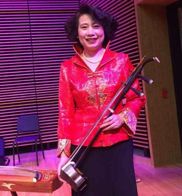 徐乐燕  二胡演奏员。曾在上海地方剧团担任演奏员。曾参加梅拉诺文化演艺公司举办的 【 我们的年代 戏曲名家和那个年代的歌 】【花好月圆 ii 】【国乐盛典春雷动地】、【春之声】、【鹰飞龙腾新年新春】的大型演出活动。