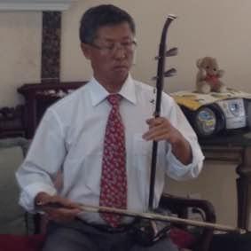 赵洪学 ( Remove )  二胡演奏员。自幼学习二胡,音乐爱好者。曾参加梅拉诺文化演艺公司举办的 【 我们的年代 戏曲名家和那个年代的歌 】的大型演出活动。