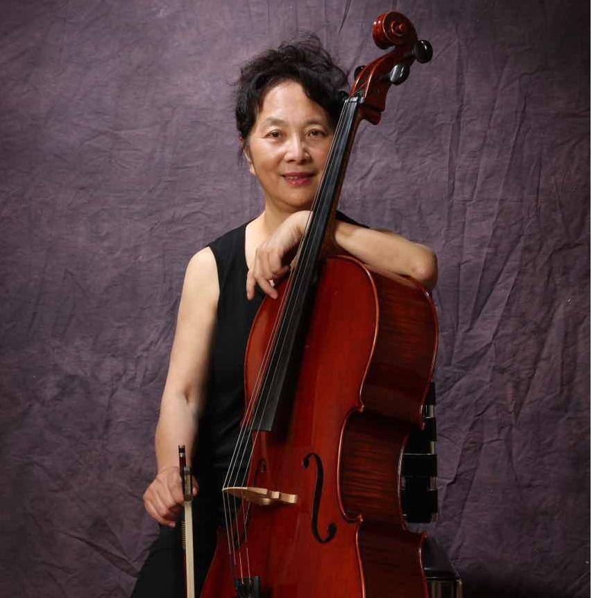 何 宁(Remove )  五岁开始学习钢琴。后以优异成绩考进上海音乐学院附中,专修钢琴,大提琴。音乐学院毕业后,在上海歌剧院交响乐团担任大提琴演奏员兼钢琴,电子琴老师。一直到1988年来美国。曾多次代表剧院去世界各地演出。1980年起被聘在上海市少年宫艺术团担任音乐指导兼钢琴,电子琴老师。多名学生在上海青少年钢琴,大提琴比赛中获奖。上海电视台为此还作了专题报道。1988年应堪萨斯匹斯堡大学邀请来美举行音乐会。1989年起考入密苏里州Springfield交响乐团和东南堪萨斯交响乐团担任大提琴演奏员。1991年应邀来洛杉矶表演,教授钢琴,大提琴至今。现为加州音乐教师协会会员。  曾参加梅拉诺文化演艺公司举办的 【花好月圆庆中秋】 和【 我们的年代 戏曲名家和那个年代的歌 】【花好月圆 ii 】【国乐盛典春雷动地】、【鹰飞龙腾新年新春】的大型演出活动。