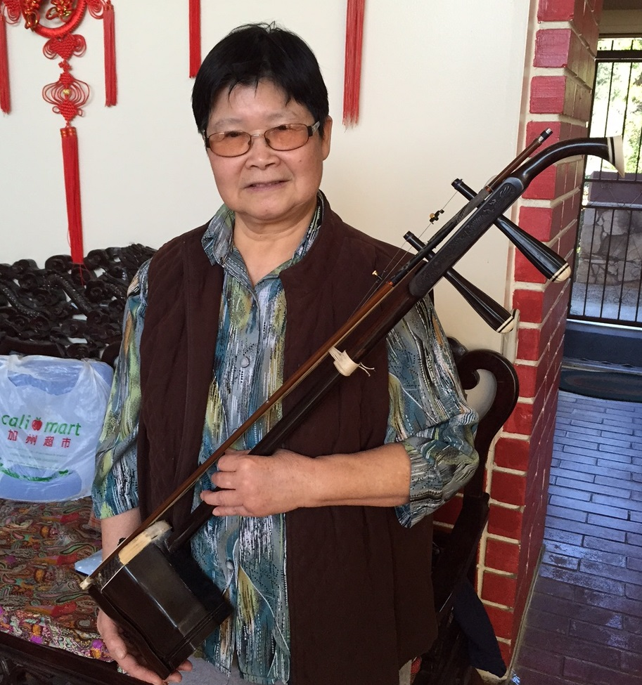 梁璐明(Remove )  二胡演奏员。酷爱音乐,尤其喜爱中国民族乐器,擅长演奏二胡,中胡。  曾参加梅拉诺文化演艺公司举办的 【花好月圆 ii 】的大型演出活动。