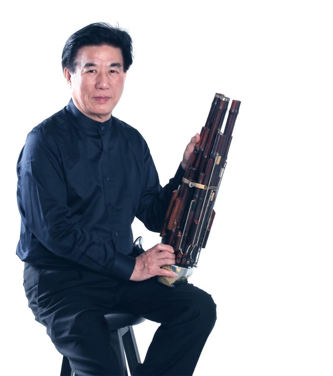 著名中国国家一级笙演奏家翁镇发:
