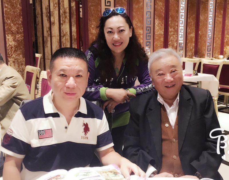 与上海音乐学院著名指挥作曲家周仲康先生,中华国乐团特邀嘉宾,著名一级打击乐家周乐嘉父子在一起