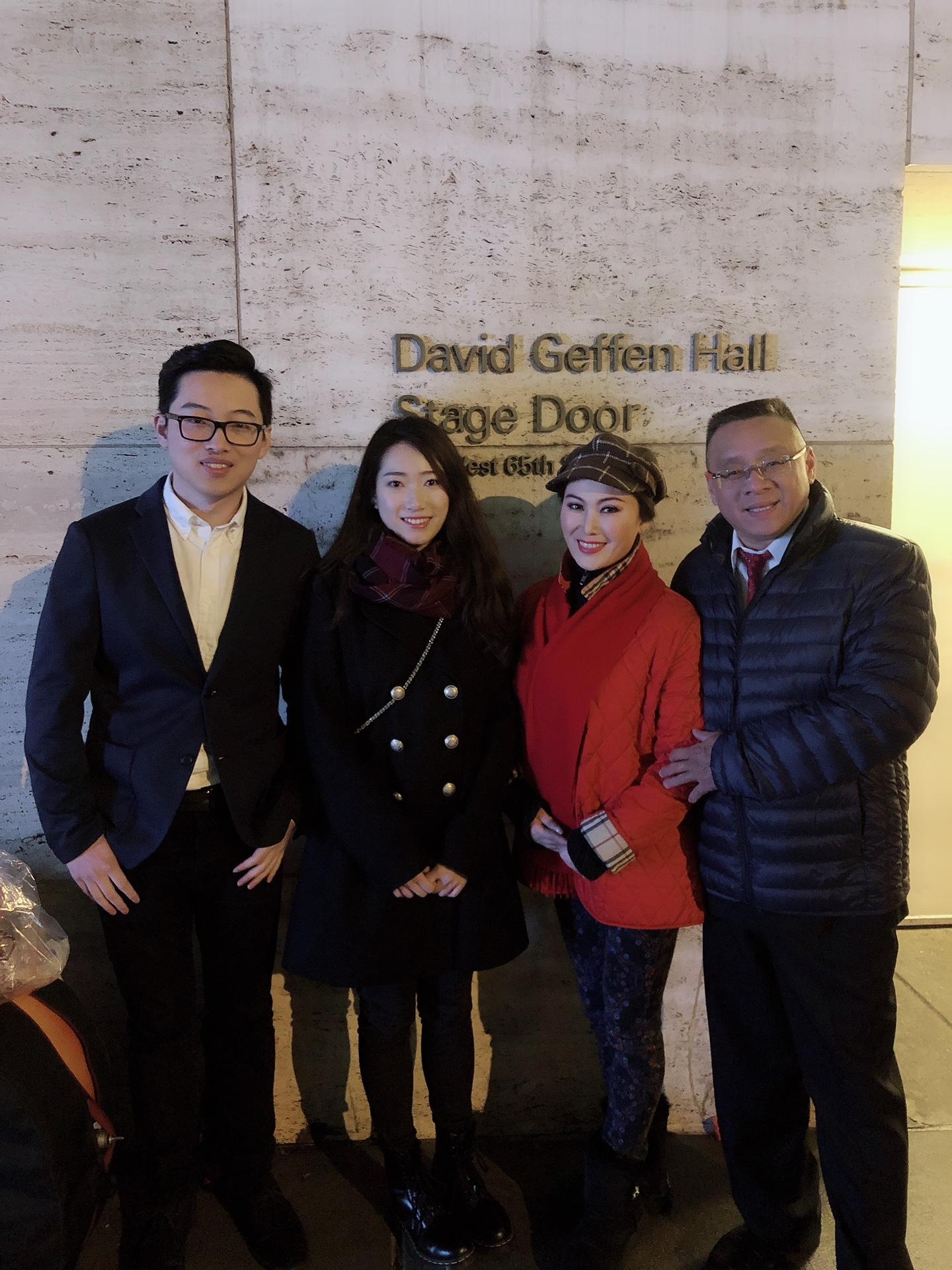 刘浩与他的同学出席并观看了本场演出