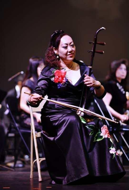 中华国乐团副团长、国际弓弦乐演奏家、《ZCO》高胡首席—项勤