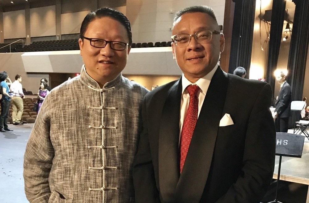 美国鹰龙传媒有限公司总裁苏彦韬 ( 左)与美国梅拉诺文化演艺公司总裁李愔 ( 右 )