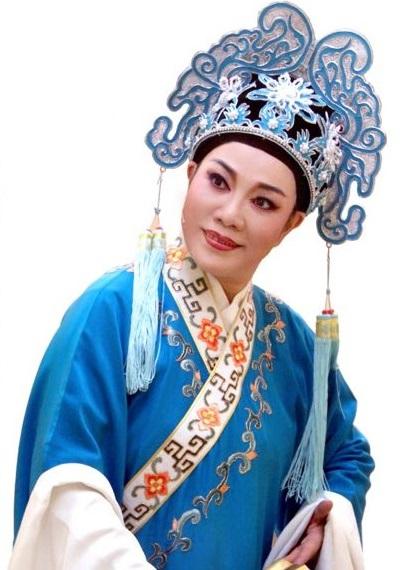 著名越剧名家、上海虹口越剧团小生王亚梅