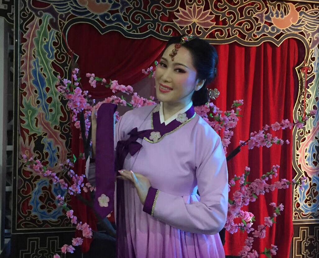 著名越剧表演艺术家王文娟老师的入室弟子,上海越剧院优秀花旦演员