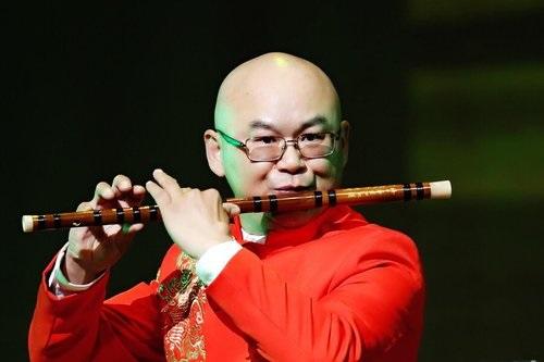 树志明:   笛子演奏家。美国中华国乐团团长。美中华人音乐家协会执行理事。