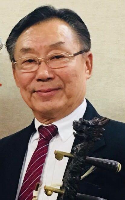 陈新章:   洛杉矶越剧之家资深主胡。美中华人音乐家协会理事。