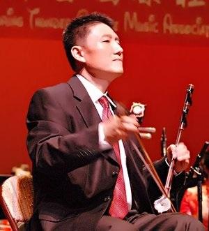 范钧:   中胡演奏家。美国中华国乐团副首席。美中华人音乐家协会理事。
