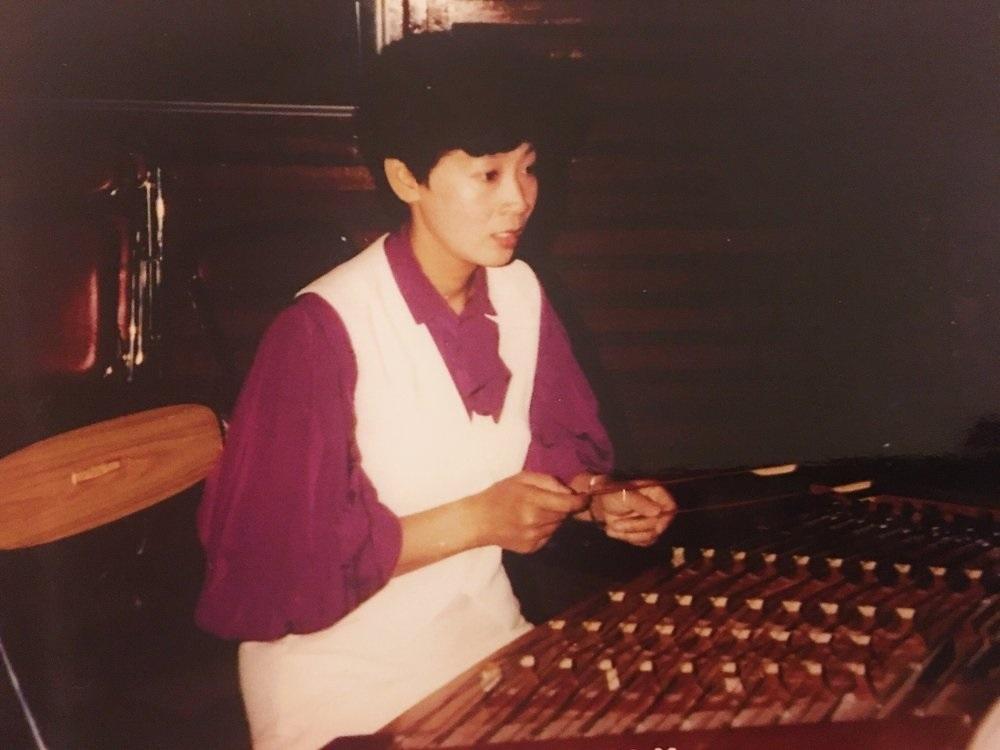 郑敬梅:   扬琴演奏家。美中华人音乐家协会理事。
