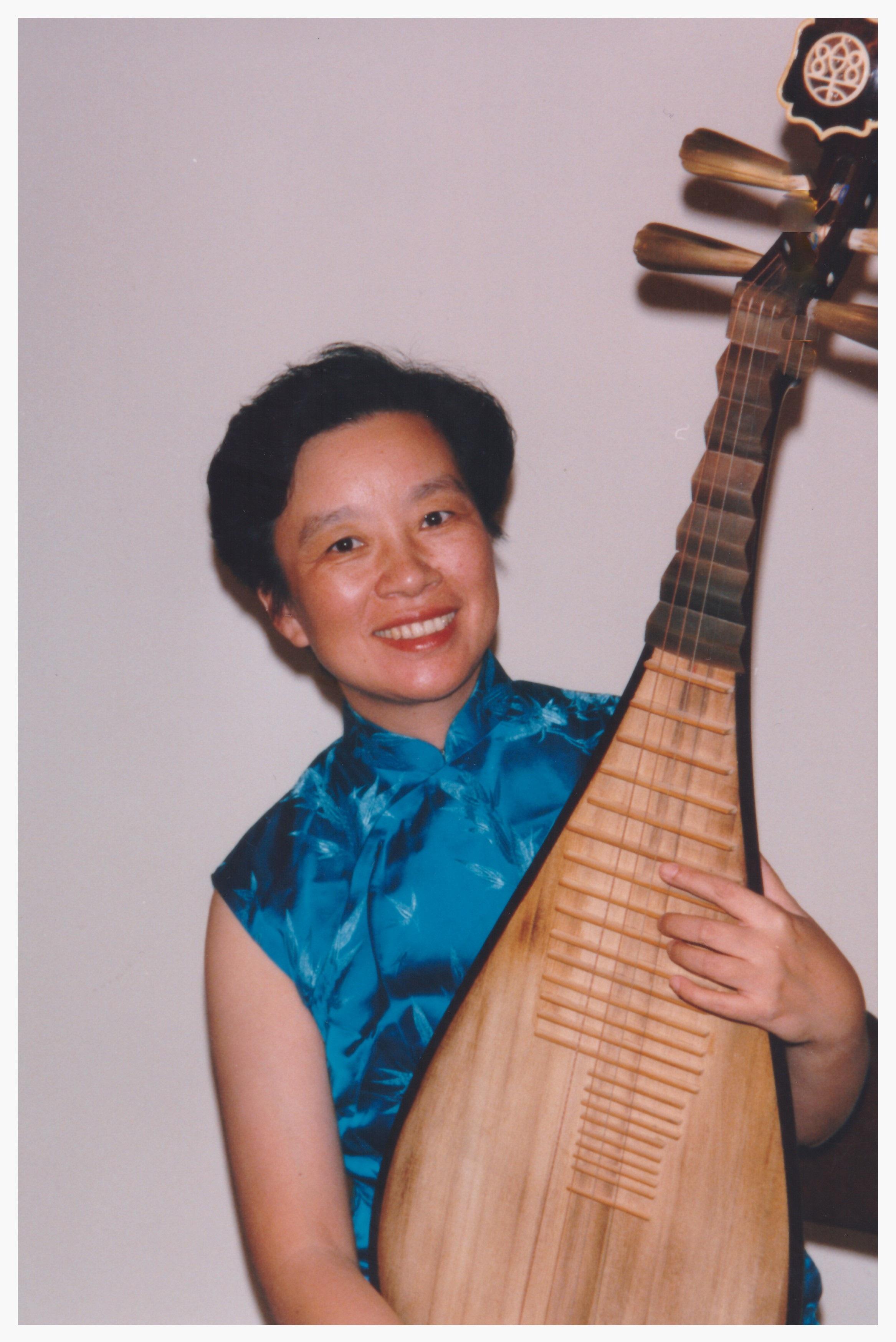 马梅椰:   琵琶演奏家。美中华人音乐家协会执行理事。
