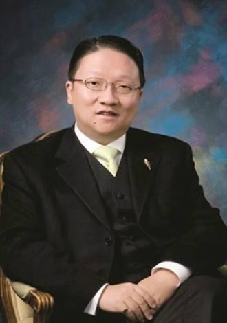 """苏彦韬 Mr. James SU  美国环球东方有限公司总裁President, Channel Global East  苏彦韬先生出生于中国上海,是来自中国大陆的首位拥有美国主流广播频道的美籍华人。他是美国鹰龙传媒有限公司创办人和美国环球东方广播电视有限公司总裁,旗下拥有多家电视、电台、杂志和报纸等媒体业务。二十年来苏先生致力于中美文化交流,被美国共和党国会委员会授予全国领袖奖,美国加州政府任命他为加州众议院第60 选区国际贸易顾问委员会主席,2009 年被中国侨联授予青年委员。苏先生是好莱坞中美电影节主席,曾入围2012 年CCTV""""中华之光推广中华文化年度人物20 强""""。为表彰苏彦韬先生对中美文化交流的贡献,2012 年美国加州政府正式命名12 月26 日为加州""""苏彦韬日""""。"""