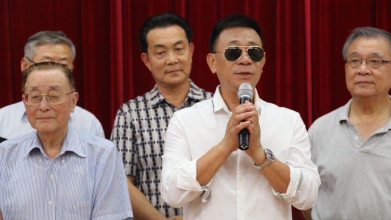 美国梅拉诺文化演艺公司副总裁、美中华人音乐家协会理事、著名歌唱家 – 情歌王子李刚