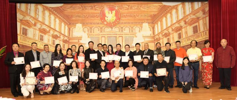 《美中华人音乐家协会》成立周年庆祝会( 部分成员 2019 - 6 - 21 于梅拉诺文化演艺中心 )