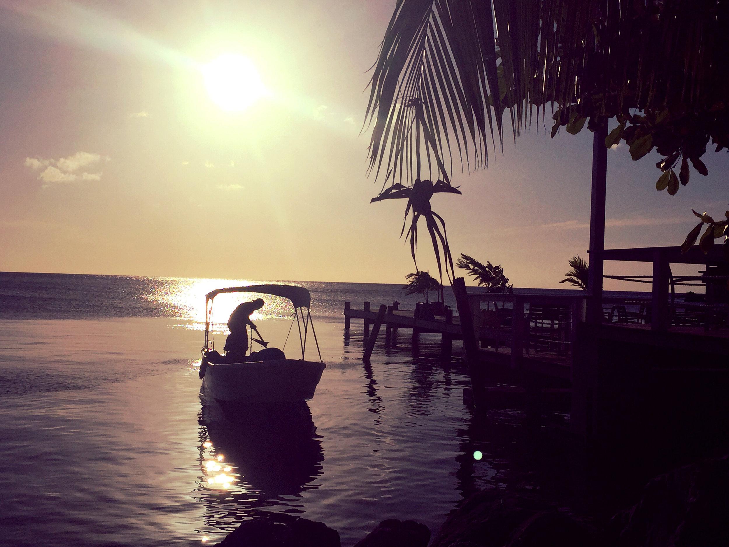 West End Pescador Roatan Honduras - Lulu Matute
