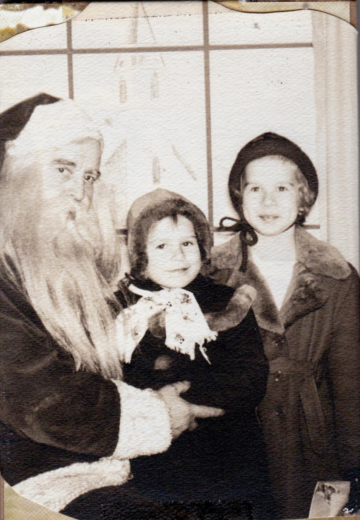 Lin+and+Diane+with+Santa.jpg