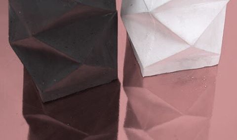 .Black basalt and polar white X-form. Detail . #concreteorigamists #skandihus #seekthesimplicity #beautifulmatters #madeinlondon #made #madebyhand #minimal #minimalist #casting #concretecasting #concretedecor #barbican #interiorstyle #interiorconcept #concretesculpture #dustlondon