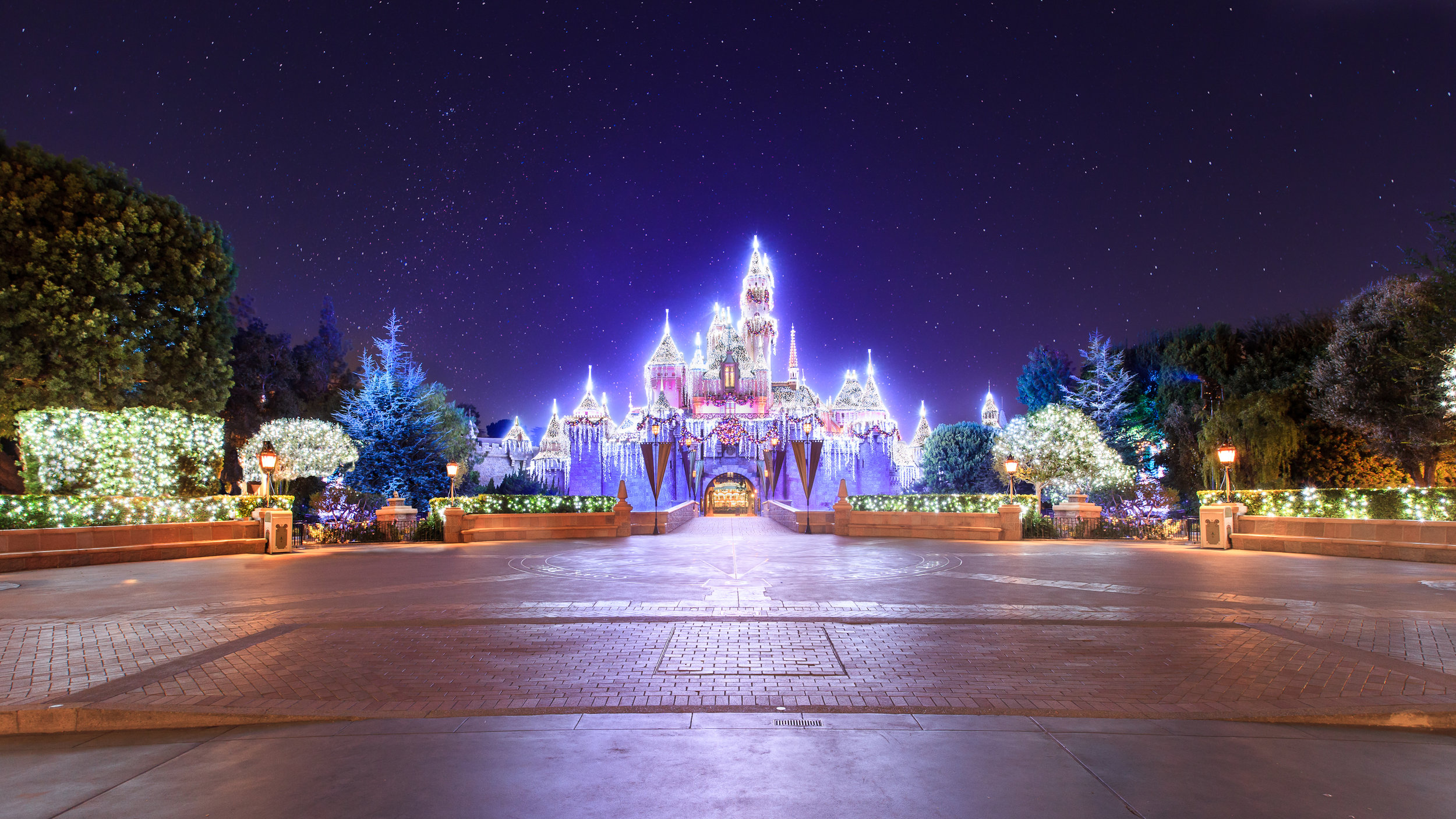 sleeping-beauty-castle-holidays-121112-0048_1.jpg