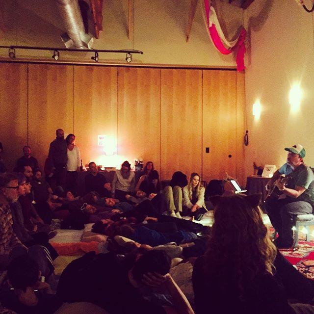 Yet another wondrous night of Wonder at soiree 59! #portlandmusic #songwritersoiree #songwriter #openmic #acousticmusic #cuddlepuddle #listeningroom with @petekartsounes