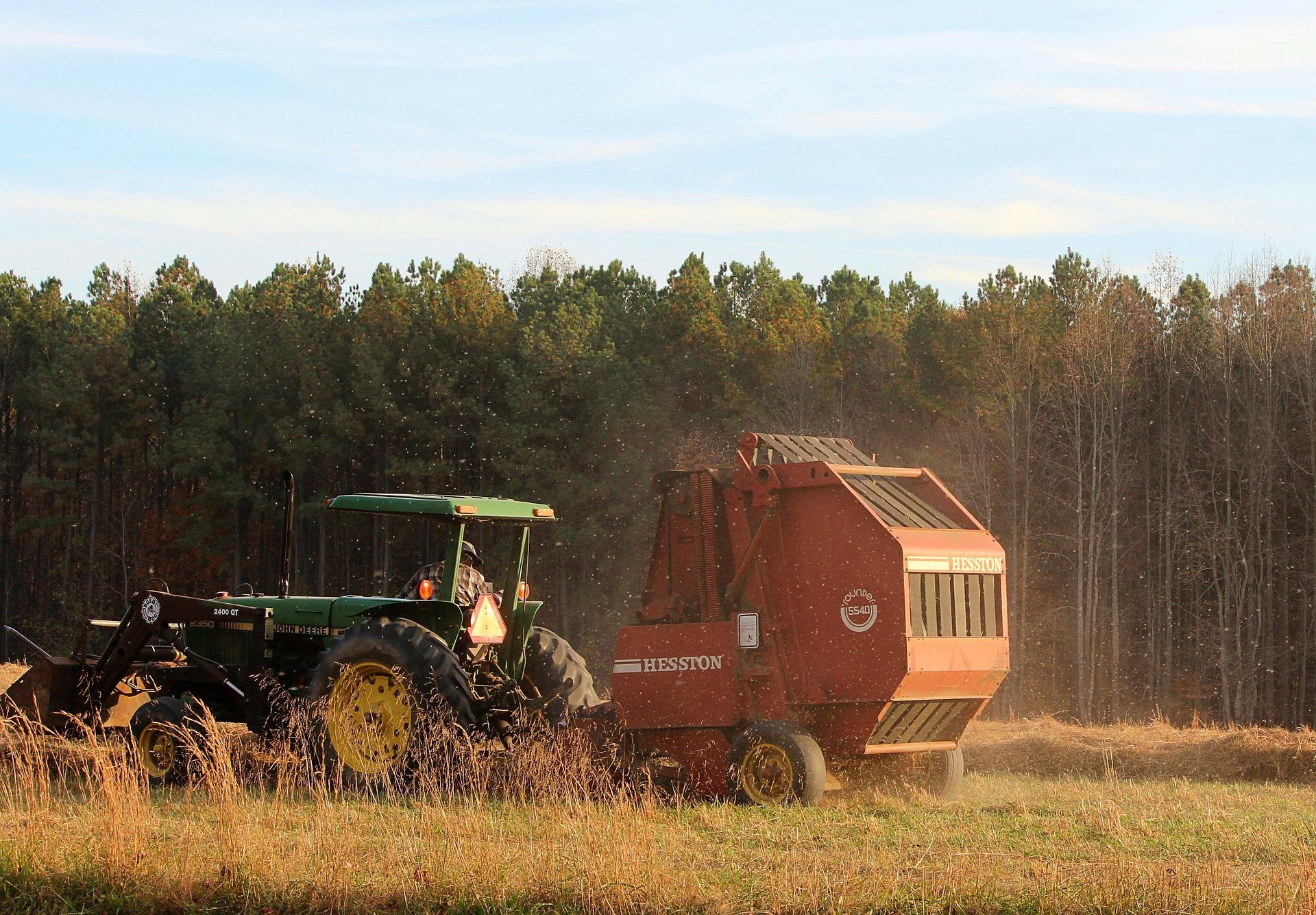 tractor-65765_1920.jpg