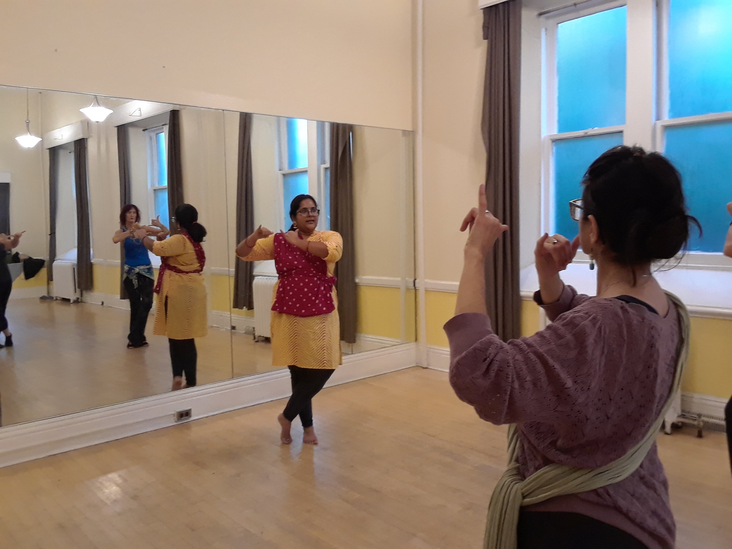 bollywood_and_classical_indian_dance_classes_in_toronto (3).jpg