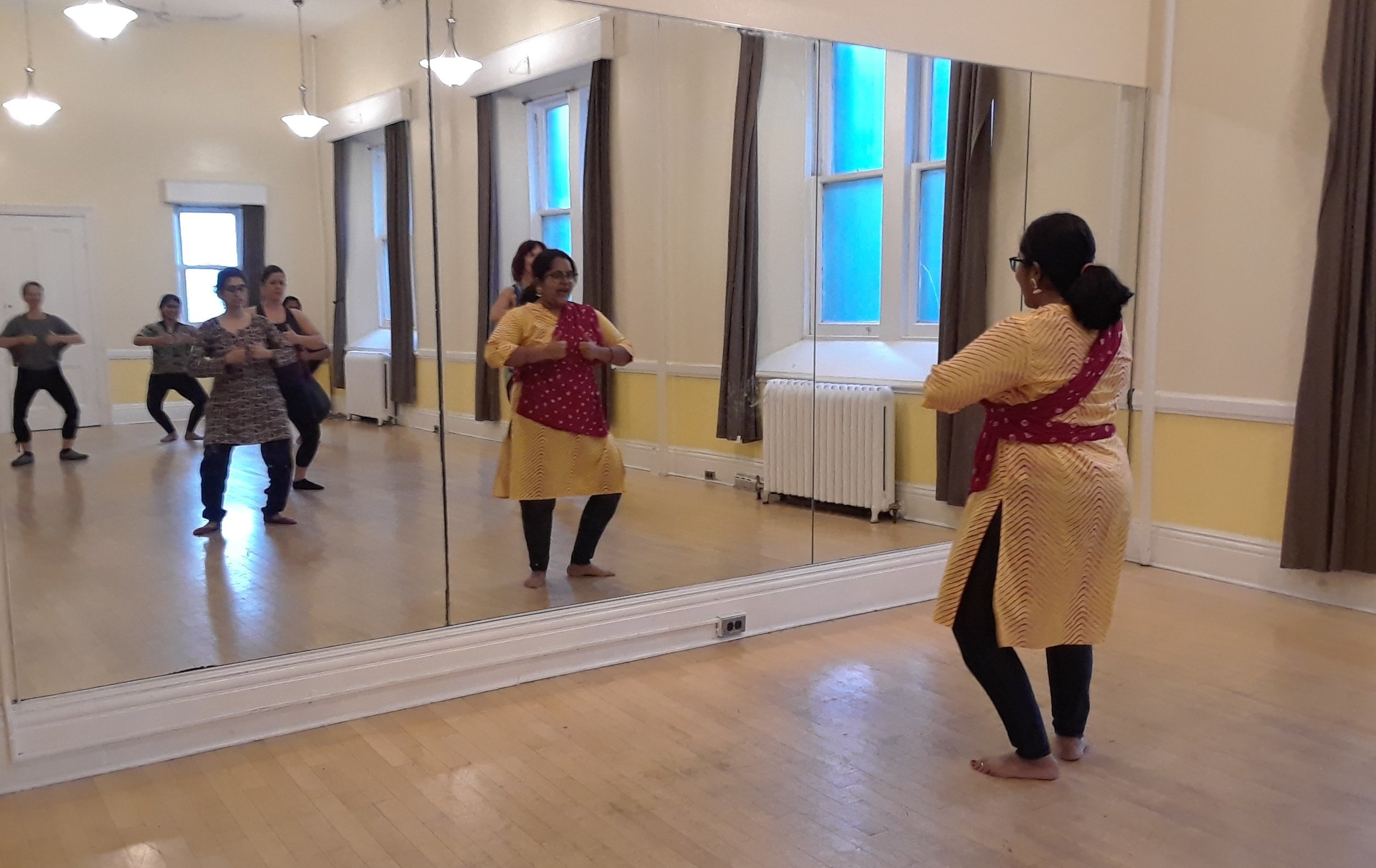 bollywood_and_classical_indian_dance_classes_in_toronto (2).jpg
