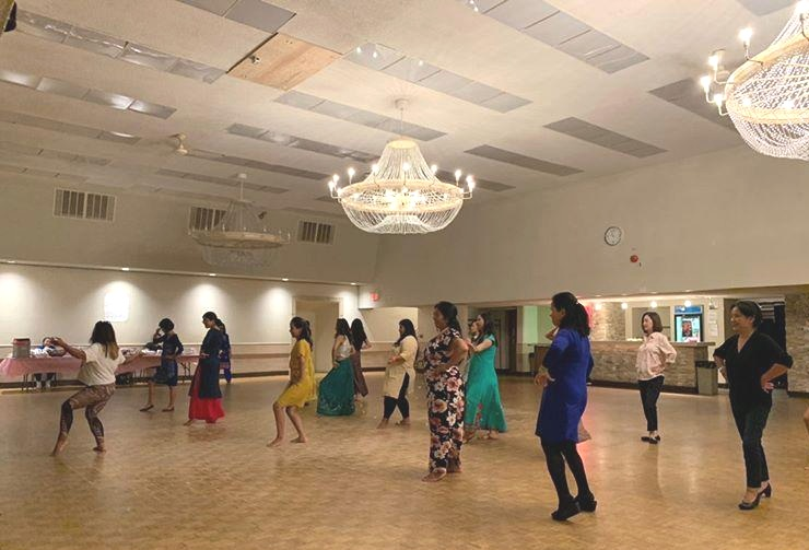 Tibetan_-Women_Association_Bollywood_dance_Toronto (3).jpg