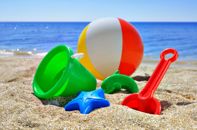sand-toys-on-the-beach.jpg