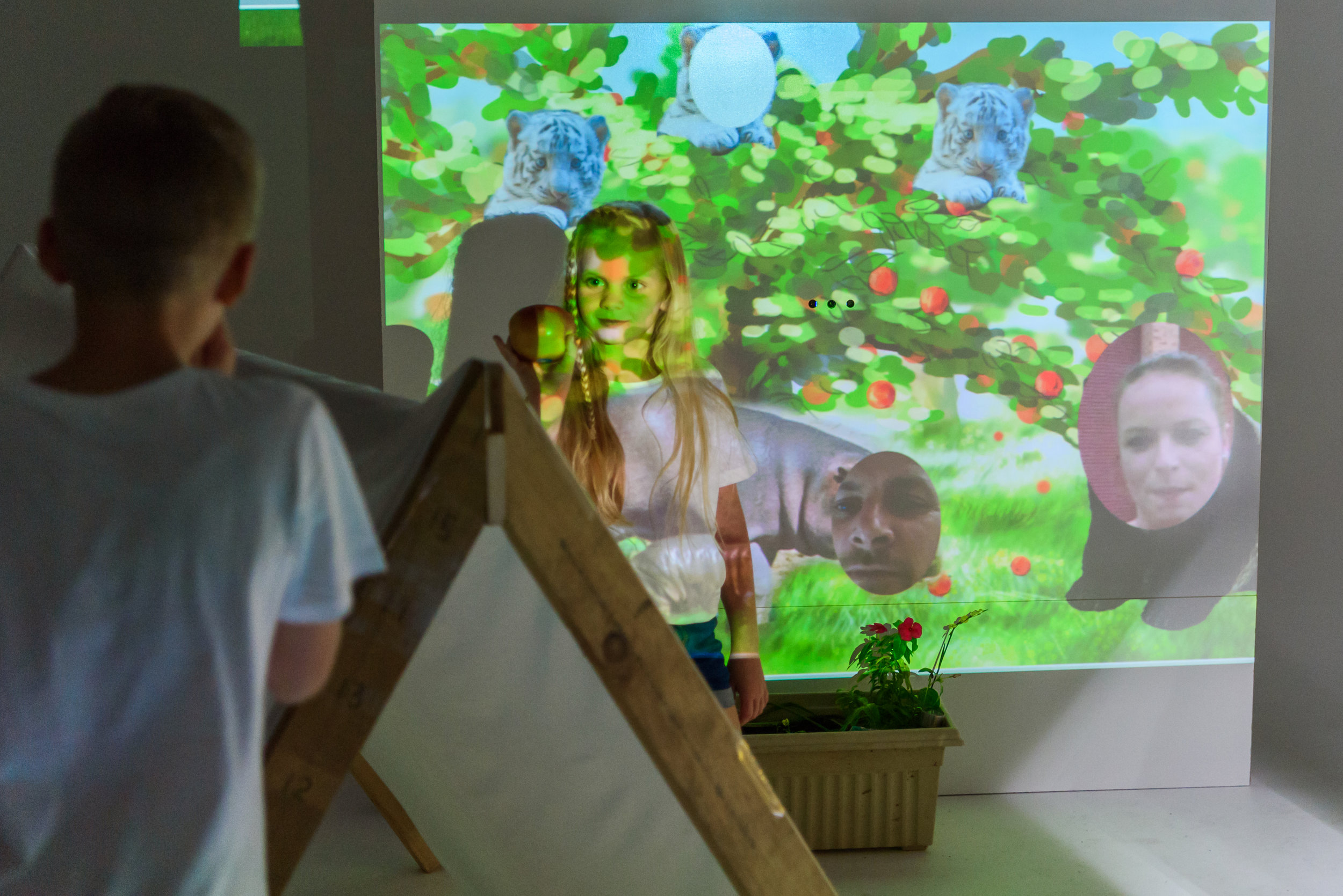 Saskia invited her mother to appear as an apple farmer. It was a natural choice: parents are their children's first and most influential educators.  Like many mothers we interviewed, she also missed both seeing Saskia and role playing in her imaginative stories.