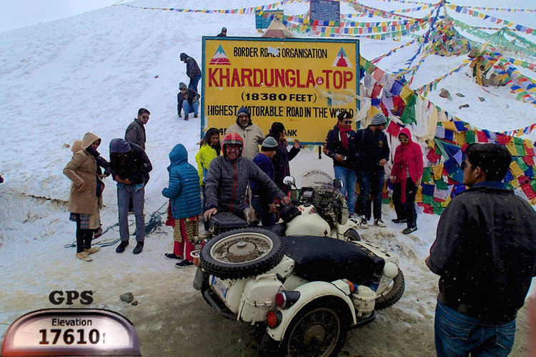 KHARDUNGLA PASS  THE HIGHEST ROAD IN THE WORLD.