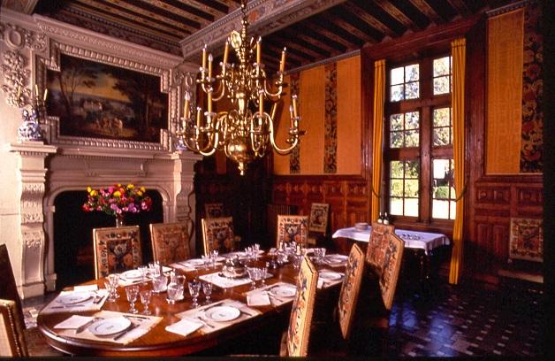 Chateau de Ravignan - Producteurs d'Armagnac - Salle à manger.jpg