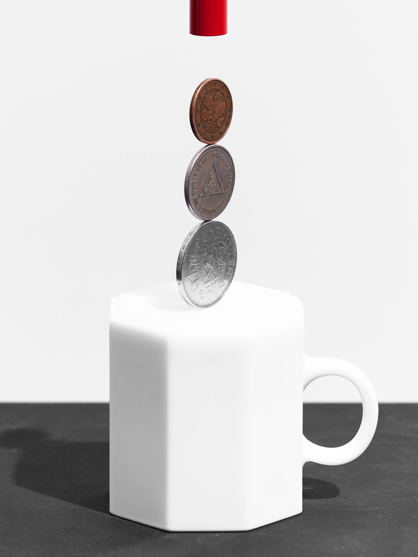B.Spaan.ThreeCoins.Balancetrick.jpg