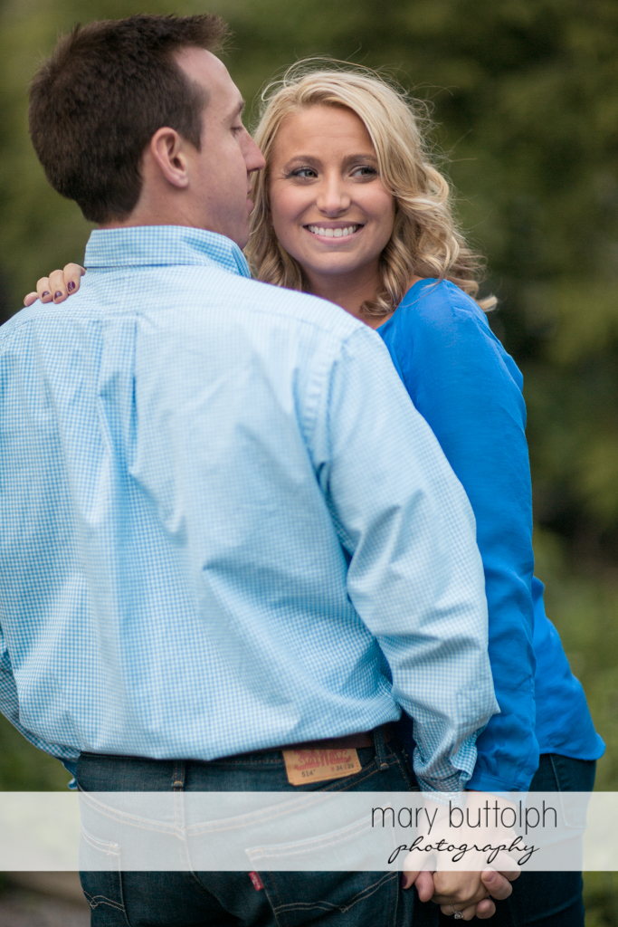 Couple show their romantic side in the field at Skaneateles Engagement