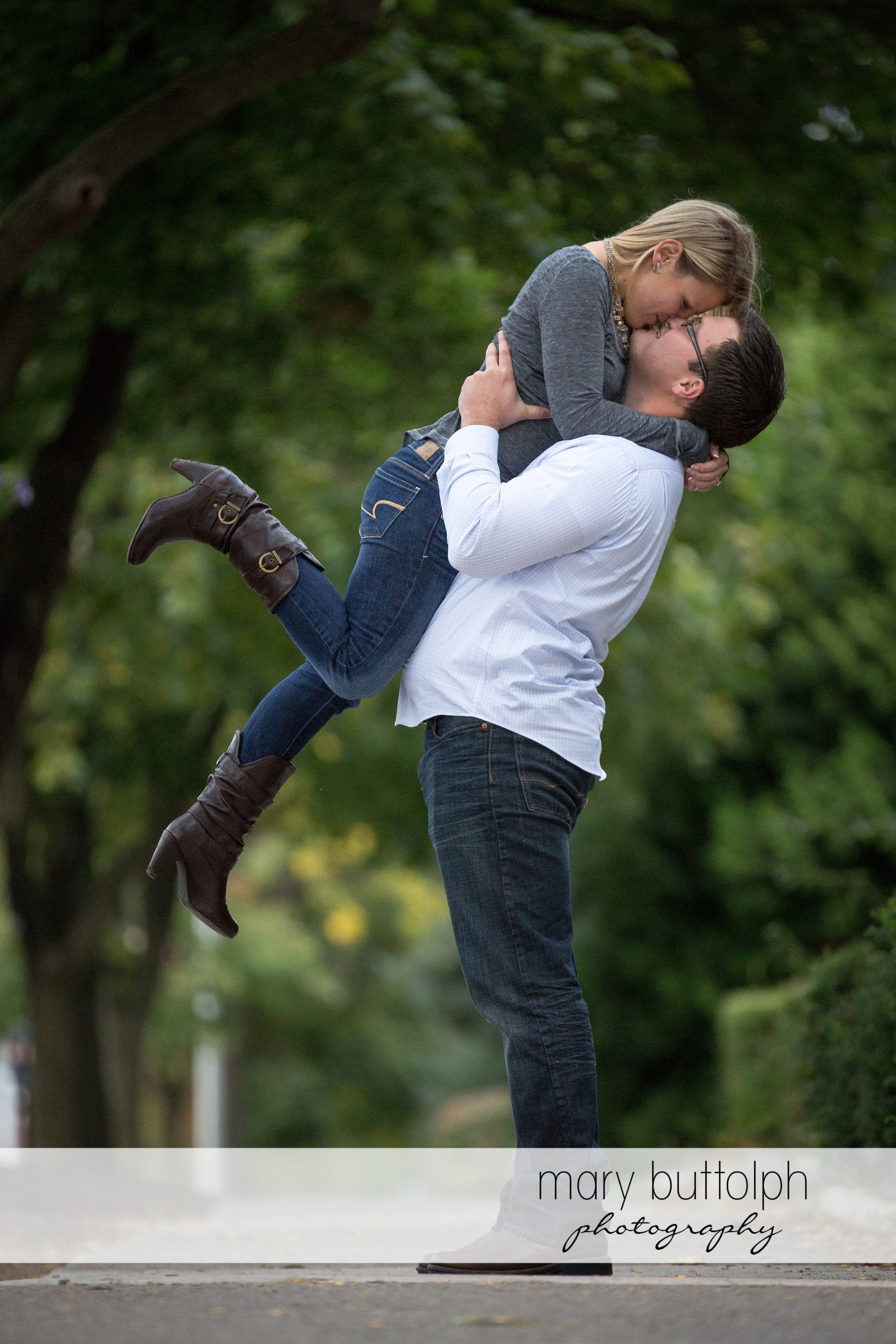 Couple kiss on the school campus at SUNY Geneseo Engagement