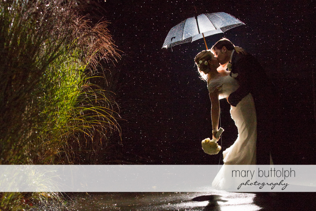 The rain can't stop this newly wed couple from kissing at Traditions at the Links Wedding
