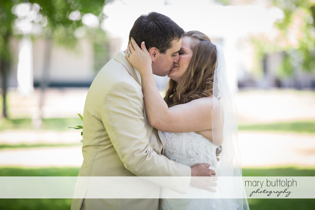 Couple get romantic in the garden at Emerson Park Pavilion Wedding